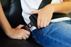 Picture of person buckling seatbelt